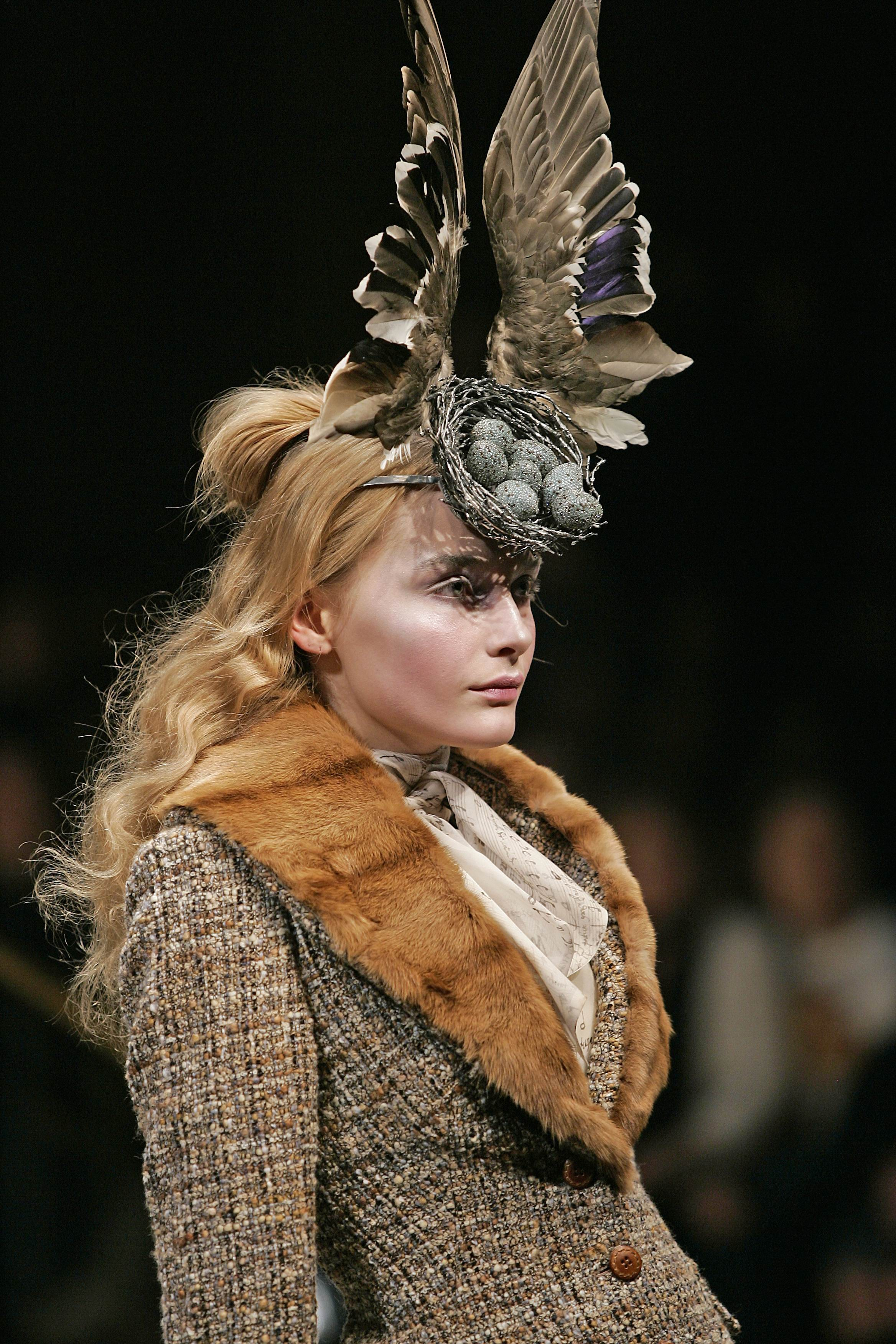Birds_Nest_Headdress_made_with_Swarovski_Gemstones_by_Philip_Treacy_and_Shaun_Leane_for_Alexander_McQueen_AW_2006